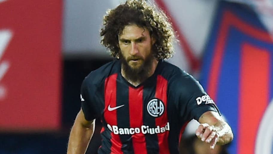 BUENOS AIRES, ARGENTINA - FEBRUARY 04: Fabricio Coloccini of San Lorenzo kicks the ball during a match between San Lorenzo and Boca Juniors as part of the Superliga 2017/18 at Pedro Bidegain Stadium on February 4, 2018 in Buenos Aires, Argentina.  (Photo by Marcelo Endelli/Getty Images)