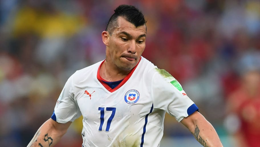 RIO DE JANEIRO, BRAZIL - JUNE 18:  Gary Medel of Chile controls the ball during the 2014 FIFA World Cup Brazil Group B match between Spain and Chile at Maracana on June 18, 2014 in Rio de Janeiro, Brazil.  (Photo by Matthias Hangst/Getty Images)