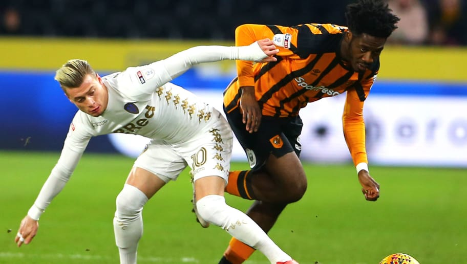 HULL, ENGLAND - JANUARY 30: Ola Aina (R) of Hull City moves the ball past Ezgjan Alioski (L) of Leeds United during the Sky Bet Championship match between Hull City and Leeds United at the KCOM Stadium on January 30, 2018 in Hull, England. (Photo by Ashley Allen/Getty Images)