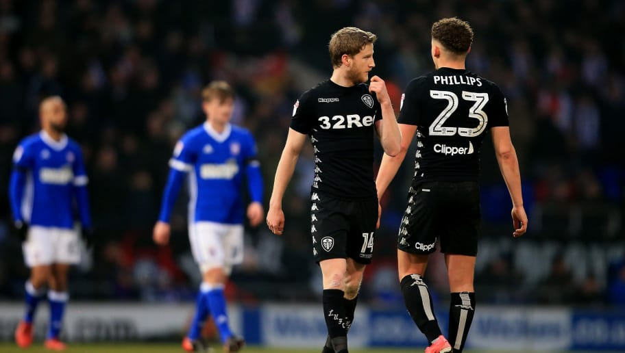 IPSWICH, ENGLAND - JANUARY 13:  Eunan O'Kane of Leeds United leaves the field after being sent off during the Sky Bet Championship match between Ipswich Town and Leeds United at Portman Road on January 13, 2018 in Ipswich, England. (Photo by Stephen Pond/Getty Images)