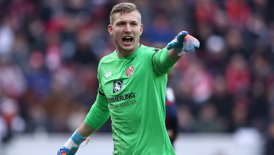 MAINZ, GERMANY - FEBRUARY 03: Robin Zentner of Mainz points during the Bundesliga match between 1. FSV Mainz 05 and FC Bayern Muenchen at Opel Arena on February 3, 2018 in Mainz, Germany. (Photo by Alex Grimm/Bongarts/Getty Images)