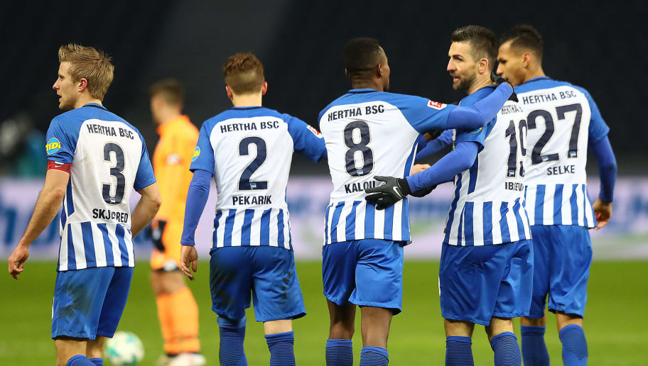 BERLIN, GERMANY - FEBRUARY 03: Salomon Kalou of Berlin (8) celebrates with his team after he scored a goal to make it 1:1 during the Bundesliga match between Hertha BSC and TSG 1899 Hoffenheim at Olympiastadion on February 3, 2018 in Berlin, Germany. (Photo by Martin Rose/Bongarts/Getty Images)