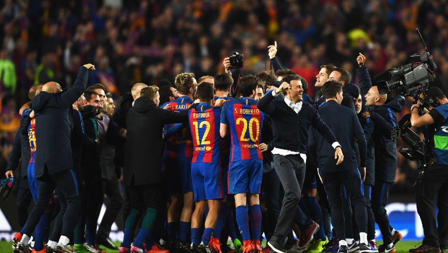 BARCELONA, SPAIN - MARCH 08:  Luis Enrique manager of Barcelona (front) celebrates victory with players after the UEFA Champions League Round of 16 second leg match between FC Barcelona and Paris Saint-Germain at Camp Nou on March 8, 2017 in Barcelona, Spain. Barcelona won by 6 goals to one to win 6-5 on aggregate.  (Photo by Laurence Griffiths/Getty Images)