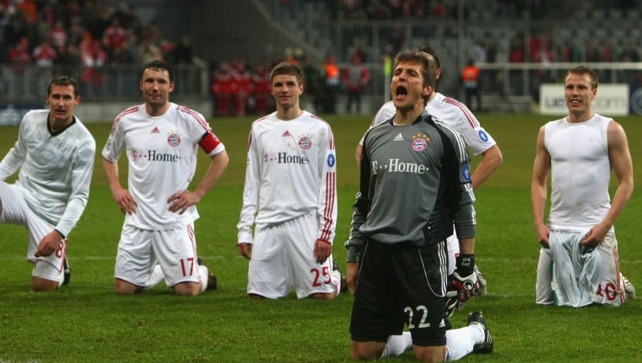 MUNICH, GERMANY - MARCH 10:  Hans-Joerg Butt (C) of Muenchen celebrates with his team mates victory after winning the UEFA Champions League first knockout round second leg match between FC Bayern Muenchen and Sporting Lisbon at the Allianz Arena on March 10, 2009 in Munich, Germany.  (Photo by Alexander Hassenstein/Bongarts/Getty Images)