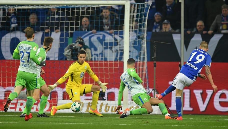 GELSENKIRCHEN, GERMANY - FEBRUARY 07:  Guido Burgstaller of Schalke scores the fisrt goal during the DFB Pokal quarter final match between FC Schalke 04 and VfL Wolfsburg at Veltins-Arena on February 7, 2018 in Gelsenkirchen, Germany.  (Photo by Stuart Franklin/Bongarts/Getty Images)
