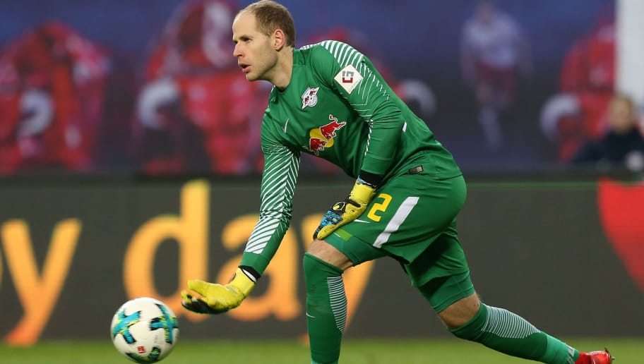LEIPZIG, GERMANY - DECEMBER 09:  Goalkeeper Peter Gulacsi of Leipzig throws the ball during the Bundesliga match between RB Leipzig and 1.FSV Mainz 05 at Red Bull Arena on December 9, 2017 in Leipzig, Germany.  (Photo by Matthias Kern/Bongarts/Getty Images)