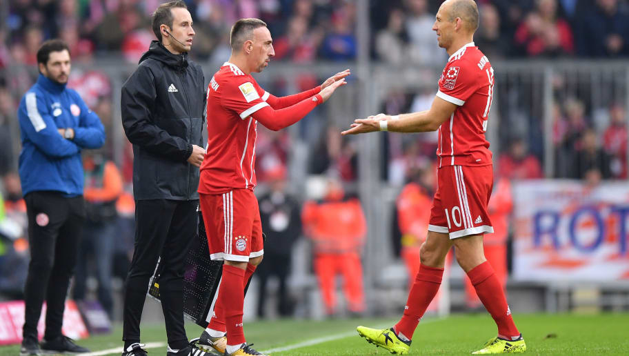 MUNICH, GERMANY - SEPTEMBER 16: Arjen Robben of FC Bayern Muenchen is being substituted by Franck Ribery  of FC Bayern Muenchen during the Bundesliga match between FC Bayern Muenchen and 1. FSV Mainz 05 at Allianz Arena on September 16, 2017 in Munich, Germany. (Photo by Sebastian Widmann/Bongarts/Getty Images)