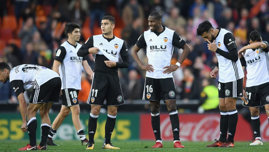VALENCIA, SPAIN - JANUARY 27:  Valencia players look dejected after the La Liga match between Valencia and Real Madrid at Estadio Mestalla on January 27, 2018 in Valencia, Spain.  (Photo by David Ramos/Getty Images)