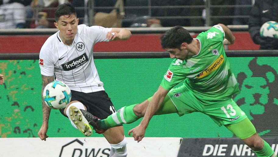 Frankfurt's Mexican defender Carlos Salcedo (L) and Moenchengladbach's German forward Lars Stindl vie for the ball during the German first division Bundesliga football match, Eintracht Frankfurt v Borussia Moenchengladbach on January 26, 2018 in Frankfurt am Main, western Germany. / AFP PHOTO / Daniel ROLAND / RESTRICTIONS: DURING MATCH TIME: DFL RULES TO LIMIT THE ONLINE USAGE TO 15 PICTURES PER MATCH AND FORBID IMAGE SEQUENCES TO SIMULATE VIDEO. == RESTRICTED TO EDITORIAL USE == FOR FURTHER QUERIES PLEASE CONTACT DFL DIRECTLY AT + 49 69 650050  / RESTRICTIONS: DURING MATCH TIME: DFL RULES TO LIMIT THE ONLINE USAGE TO 15 PICTURES PER MATCH AND FORBID IMAGE SEQUENCES TO SIMULATE VIDEO. == RESTRICTED TO EDITORIAL USE == FOR FURTHER QUERIES PLEASE CONTACT DFL DIRECTLY AT + 49 69 650050        (Photo credit should read DANIEL ROLAND/AFP/Getty Images)