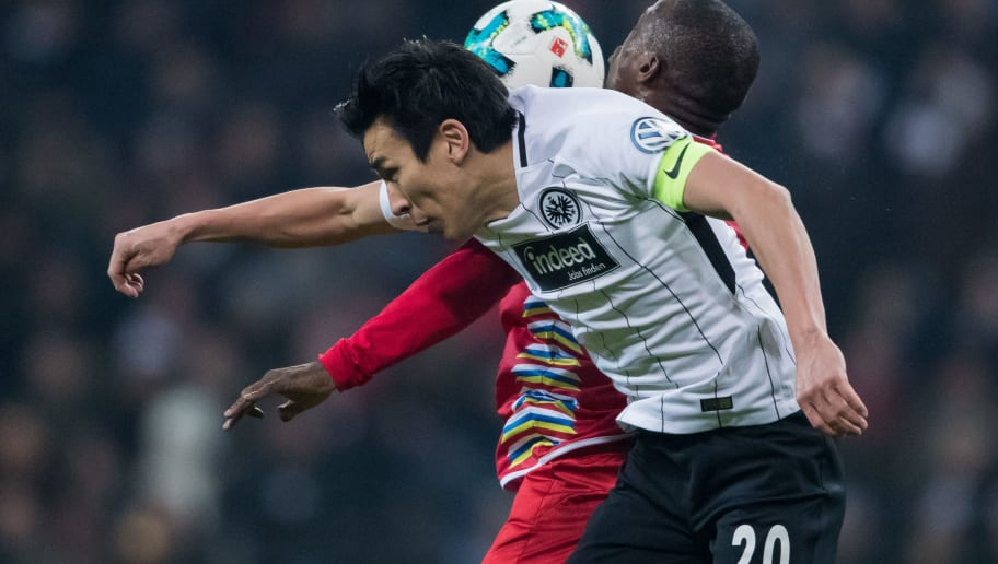 FRANKFURT AM MAIN, GERMANY - FEBRUARY 07: Makoto Hasebe of Frankfurt jumps for a header with Anthony Ujah of Mainz during the DFB Cup quarter final match between Eintracht Frankfurt and 1. FSV Mainz 05 at Commerzbank-Arena on February 7, 2018 in Frankfurt am Main, Germany. (Photo by Simon Hofmann/Bongarts/Getty Images)