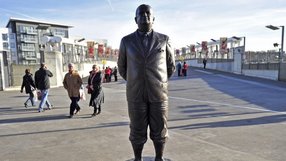 "A Statue of Arsenal's Legendary former manager Herbert Chapman is pictured outside the ground on the day that Arsenal celebrates their 125th anniversary before the English Premier League football match between Arsenal and Everton at The Emirates Stadium in north London, England on December 10, 2011. AFP PHOTO/GLYN KIRK  RESTRICTED TO EDITORIAL USE. No use with unauthorized audio, video, data, fixture lists, club/league logos or ""live"" services. Online in-match use limited to 45 images, no video emulation. No use in betting, games or single club/league/player publications. (Photo credit should read GLYN KIRK/AFP/Getty Images)"