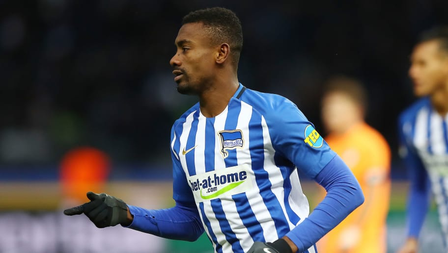 BERLIN, GERMANY - FEBRUARY 03: Salomon Kalou of Berlin celebrates after he scored a goal to make it 1:1 during the Bundesliga match between Hertha BSC and TSG 1899 Hoffenheim at Olympiastadion on February 3, 2018 in Berlin, Germany. (Photo by Martin Rose/Bongarts/Getty Images)
