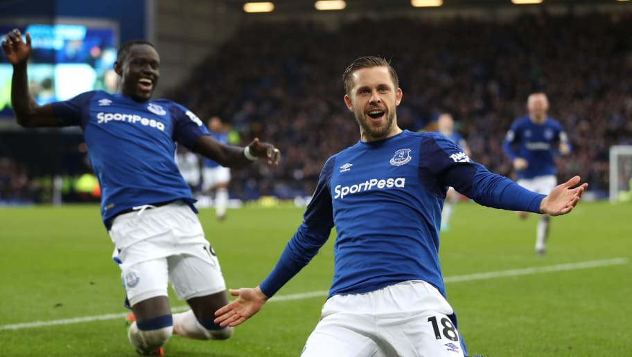 LIVERPOOL, ENGLAND - FEBRUARY 10:  Gylfi Sigurdsson of Everton celebrates after scoring his sides first goal during the Premier League match between Everton and Crystal Palace at Goodison Park on February 10, 2018 in Liverpool, England.  (Photo by Mark Robinson/Getty Images)