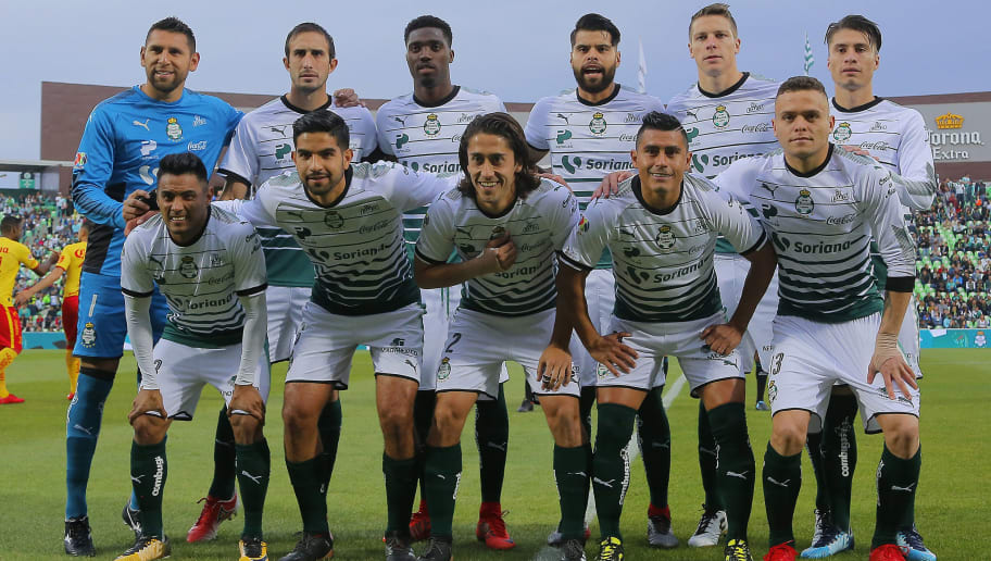 TORREON, MEXICO - JANUARY 21: Players of Santos pose prior the 3rd round match between Santos Laguna and Morelia as part of the Torneo Clausura 2018 Liga MX at Corona Stadium on January 21, 2018 in Torreon, Mexico. (Photo by Saul Gonzalez/Getty Images)