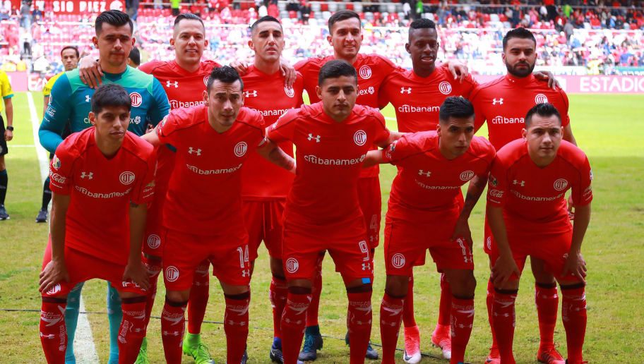 MEXICO CITY, MEXICO - JANUARY 28: Players of Toluca pose prior the 4th round match between Toluca and Cruz Azul as part of the Torneo Clausura 2018 Liga MX at Nemesio Diez Stadium on January 28, 2018 in Mexico City, Mexico.  (Photo by Hector Vivas/Getty Images)