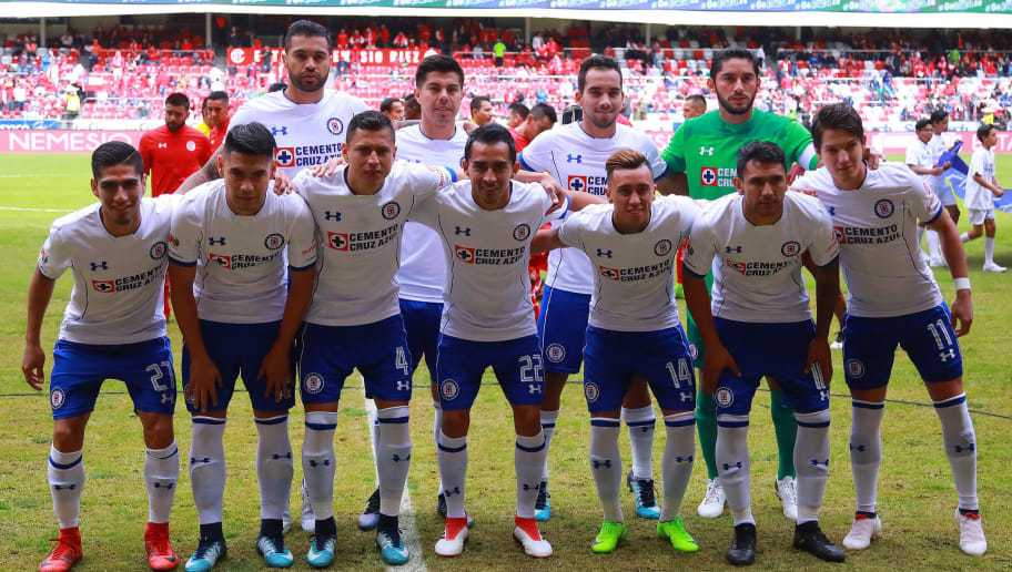 MEXICO CITY, MEXICO - JANUARY 28: Players of Cruz Azul pose prior the 4th round match between Toluca and Cruz Azul as part of the Torneo Clausura 2018 Liga MX at Nemesio Diez Stadium on January 28, 2018 in Mexico City, Mexico.  (Photo by Hector Vivas/Getty Images)