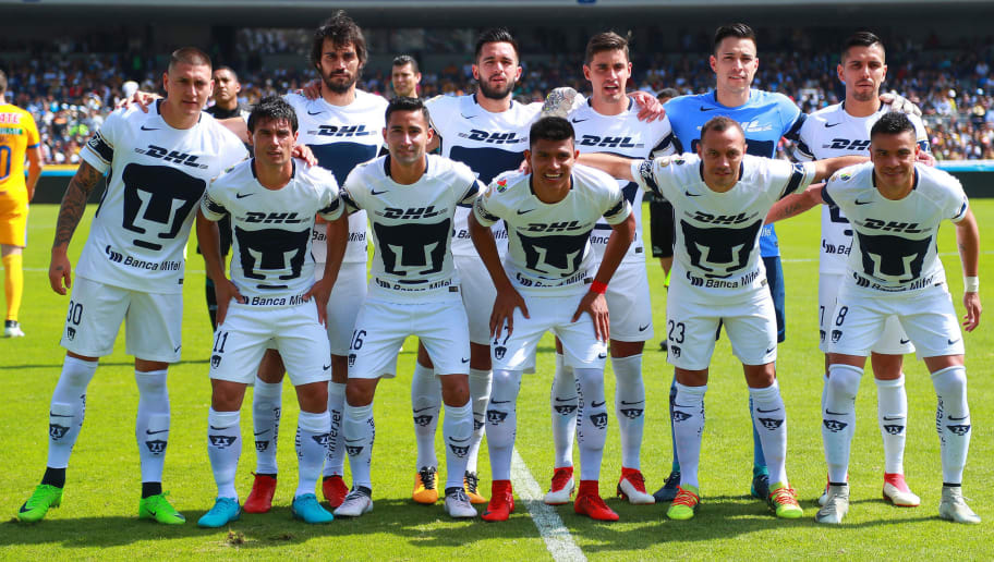 MEXICO CITY, MEXICO - FEBRUARY 04: Players of Pumas pose prior the 5th round match between Pumas UNAM and Tigres UANL as part of the Torneo Clausura 2018 Liga MX at Olimpico Universitario Stadium on February 4, 2018 in Mexico City, Mexico. (Photo by Hector Vivas/Getty Images)