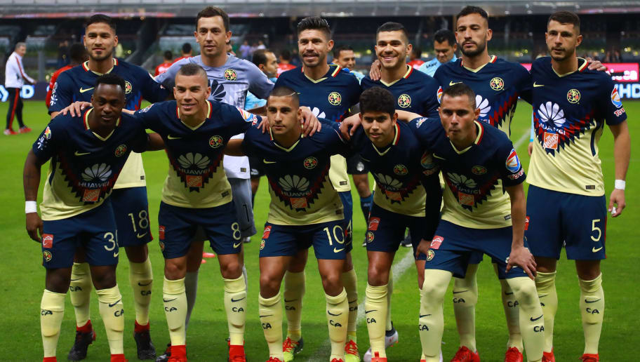 MEXICO CITY, MEXICO - FEBRUARY 03: Players of America pose prior the 5th round match between America and Lobos BUAP as part of the Torneo Clausura 2018 Liga MX at Azteca Stadium on February 03, 2018 in Mexico City, Mexico. (Photo by Hector Vivas/Getty Images)