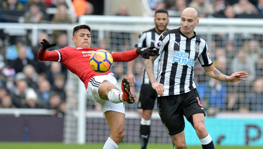 NEWCASTLE UPON TYNE, ENGLAND - FEBRUARY 11:  Alexis Sanchez of Manchester United is challenged by Jonjo Shelvey of Newcastle United during the Premier League match between Newcastle United and Manchester United at St. James Park on February 11, 2018 in Newcastle upon Tyne, England.  (Photo by Mark Runnacles/Getty Images)
