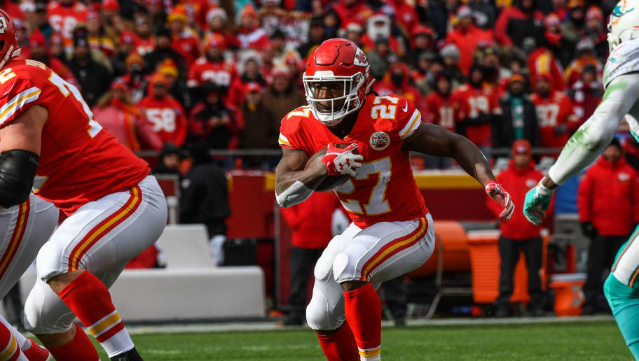 KANSAS CITY, MO - DECEMBER 24:  Running back Kareem Hunt #27 of the Kansas City Chiefs rushes through a hole during the first quarter of the game against the Miami Dolphins at Arrowhead Stadium on December 24, 2017 in Kansas City, Missouri. ( Photo by Peter Aiken/Getty Images )