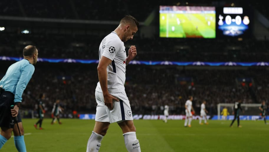 Tottenham Hotspur's Belgian defender Toby Alderweireld clutches his hamstring during the UEFA Champions League Group H football match between Tottenham Hotspur and Real Madrid at Wembley Stadium in London, on November 1, 2017. / AFP PHOTO / Adrian DENNIS        (Photo credit should read ADRIAN DENNIS/AFP/Getty Images)
