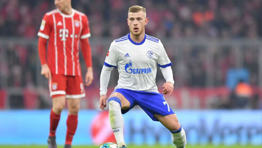 MUNICH, GERMANY - FEBRUARY 10: Max Meyer of Schalke plays the ball during the Bundesliga match between FC Bayern Muenchen and FC Schalke 04 at Allianz Arena on February 10, 2018 in Munich, Germany. (Photo by Sebastian Widmann/Bongarts/Getty Images)