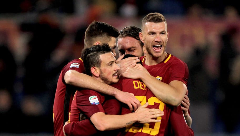 ROME, ITALY - FEBRUARY 11:  Gregoire Defrel with his teammates of AS Roma celebrate during the serie A match between AS Roma and Benevento Calcio at Stadio Olimpico on February 11, 2018 in Rome, Italy.  (Photo by Paolo Bruno/Getty Images)