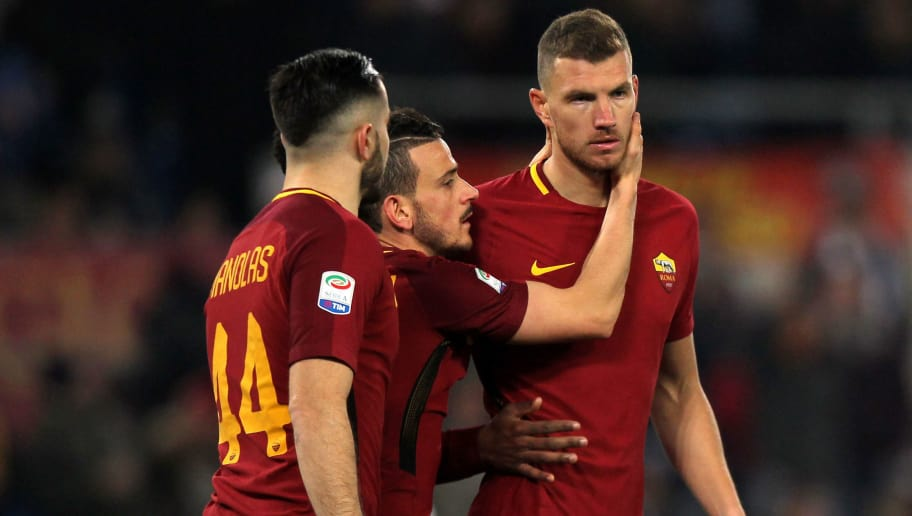 ROME, ITALY - FEBRUARY 11:  Edin Dzeko (C) with his teammates of AS Roma celebrates after scoring the team's second goal during the serie A match between AS Roma and Benevento Calcio at Stadio Olimpico on February 11, 2018 in Rome, Italy.  (Photo by Paolo Bruno/Getty Images)