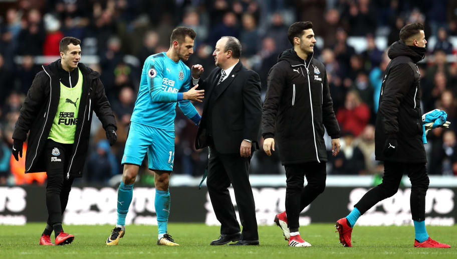 NEWCASTLE UPON TYNE, ENGLAND - FEBRUARY 11:  Rafael Benitez, Manager of Newcastle United congratulates Martin Dubravka of Newcastle United after the Premier League match between Newcastle United and Manchester United at St. James Park on February 11, 2018 in Newcastle upon Tyne, England.  (Photo by Catherine Ivill/Getty Images)
