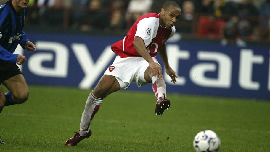 MILAN, ITALY - NOVEMBER 25:  Thierry Henry of Arsenal scores their third goal during the UEFA Champions League Group B match between Inter Milan and Arsenal at the San Siro on November 25, 2003 in Milan, Italy. (Photo by Alex Livesey/Getty Images)