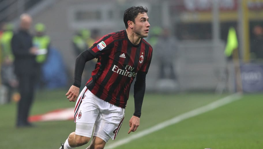 MILAN, ITALY - JANUARY 06:  Davide Calabria of AC Milan in action during the serie A match between AC Milan and FC Crotone at Stadio Giuseppe Meazza on January 6, 2018 in Milan, Italy.  (Photo by Marco Luzzani/Getty Images)