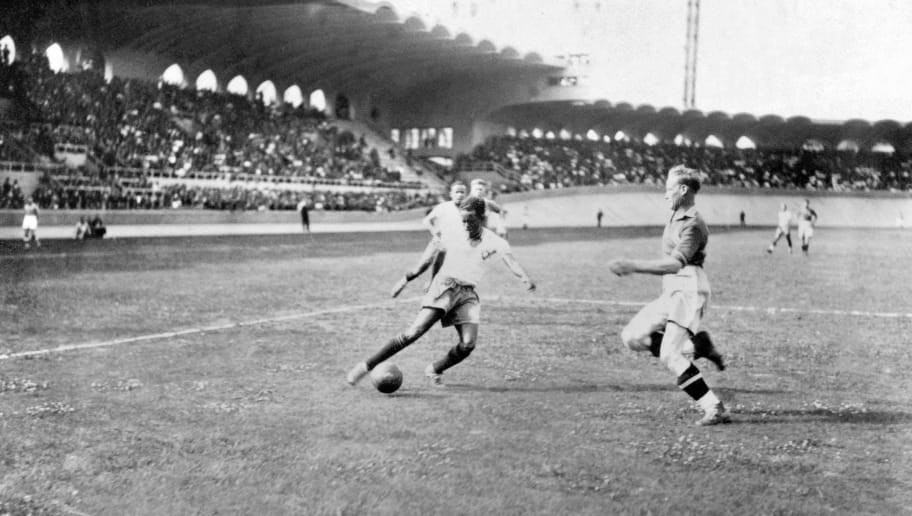 Brazilian forward Leonidas (L) controls the ball in front of a Swedish defender during the World Cup soccer match for third place between Brazil and Sweden 19 June 1938 in Bordeaux. Leonidas scored twice to help Brazil beat Sweden 4-2. AFP PHOTO / AFP PHOTO / STAFF        (Photo credit should read STAFF/AFP/Getty Images)