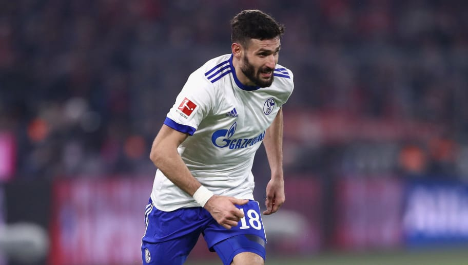 MUNICH, GERMANY - FEBRUARY 10:  Daniel Caligiuri of Schalke controls the ball during the Bundesliga match between FC Bayern Muenchen and FC Schalke 04 at Allianz Arena on February 10, 2018 in Munich, Germany.  (Photo by Alex Grimm/Bongarts/Getty Images)