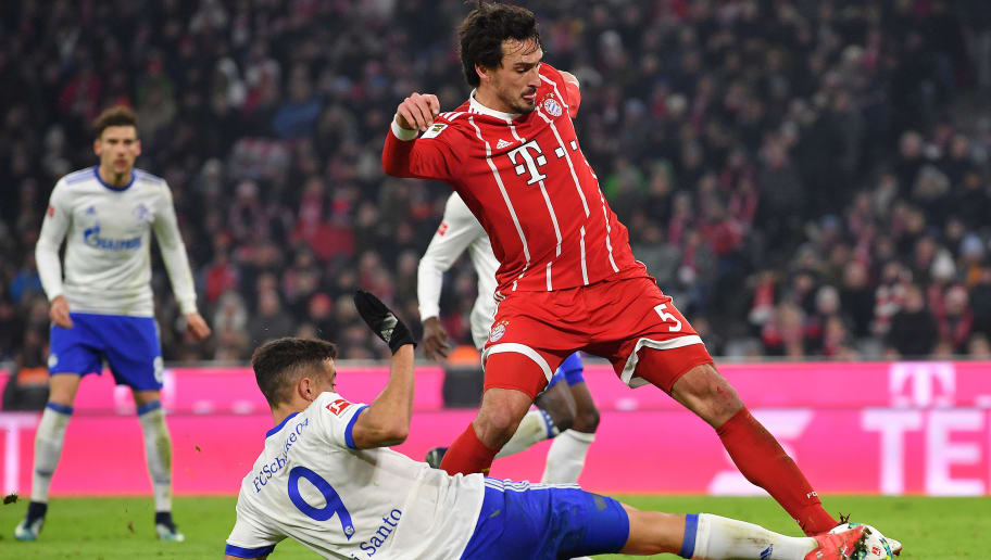 MUNICH, GERMANY - FEBRUARY 10: Mats Hummels of Bayern Muenchen (top) is challenges by Franco Di Santo of Schalke during the Bundesliga match between FC Bayern Muenchen and FC Schalke 04 at Allianz Arena on February 10, 2018 in Munich, Germany. (Photo by Sebastian Widmann/Bongarts/Getty Images)