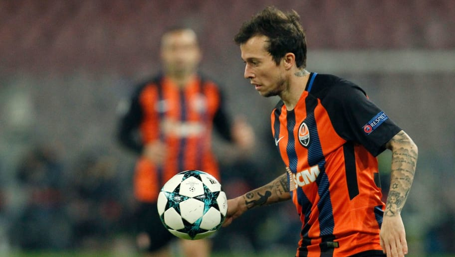 Shakhtar Donetsk's Brazilian midfielder Bernard controls the ball during the UEFA Champions League Group F football match Napoli vs Shakhtar Donetsk on November 21, 2017 at the San Paolo stadium in Naples.  / AFP PHOTO / Carlo Hermann        (Photo credit should read CARLO HERMANN/AFP/Getty Images)
