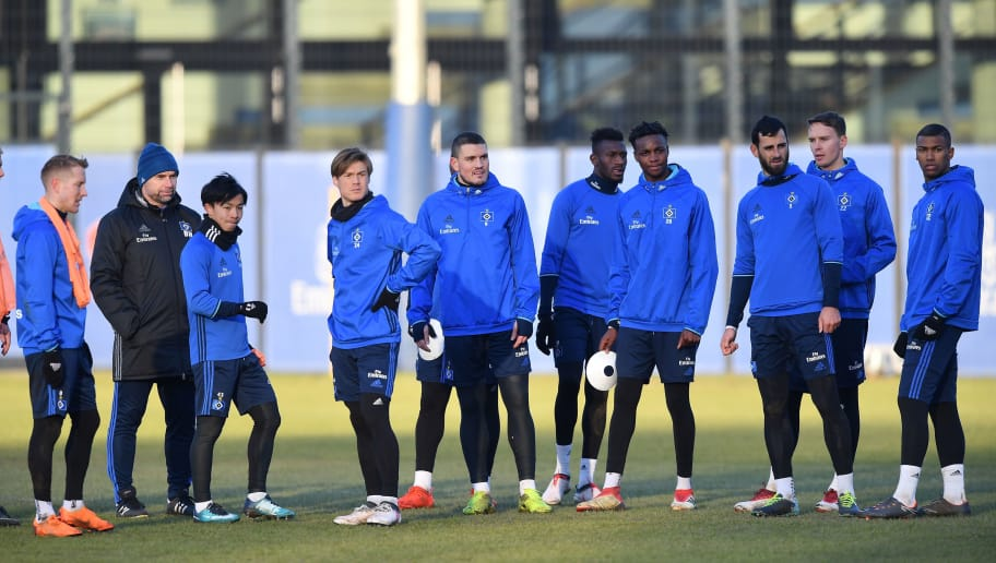 HAMBURG, GERMANY - FEBRUARY 14:  Bernd Hollerbach, head coach of Hamburg and his players look on during a training session of Hamburger SV at Volksparkstadion on February 14, 2018 in Hamburg, Germany.  (Photo by Stuart Franklin/Bongarts/Getty Images)