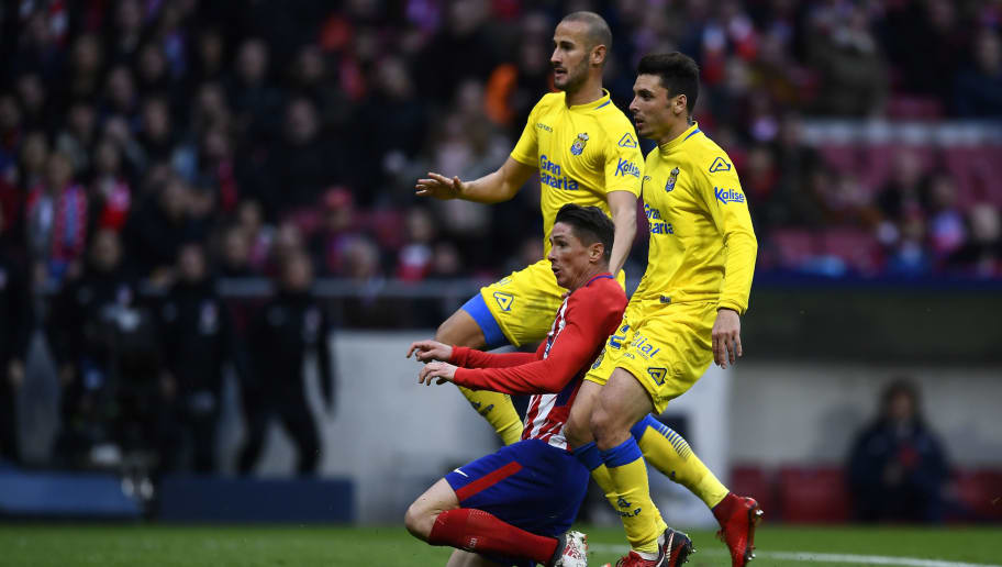 Atletico Madrid's Spanish forward Fernando Torres (C) scores a goal during the Spanish league football match between Club Atletico de Madrid and UD Las Palmas at the Wanda Metropolitano stadium in Madrid on January 28, 2018. / AFP PHOTO / OSCAR DEL POZO        (Photo credit should read OSCAR DEL POZO/AFP/Getty Images)