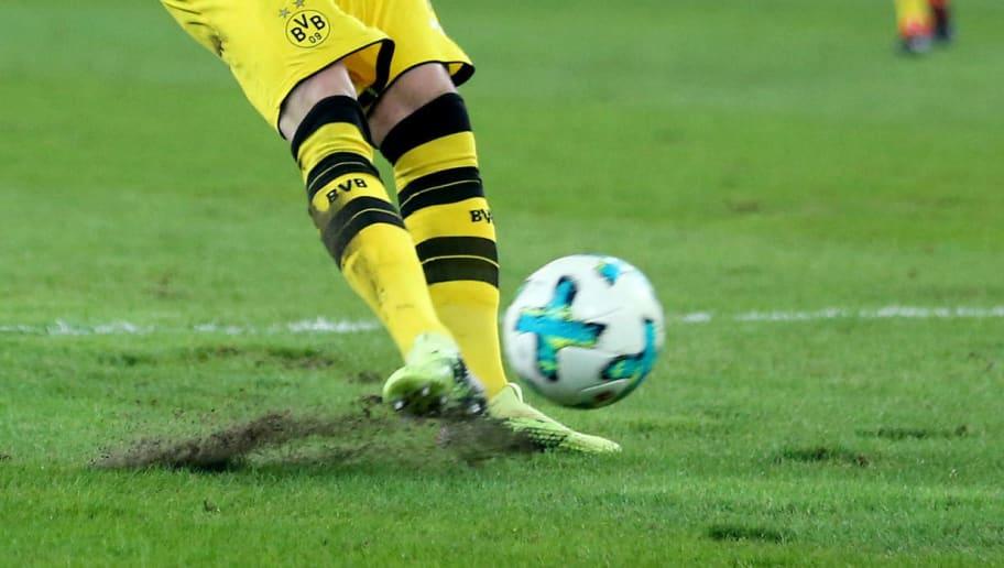MOENCHENGLADBACH, GERMANY - FEBRUARY 18: Marco Reus of Dortmund scores the first goal during the Bundesliga match between Borussia Moenchengladbach and Borussia Dortmund at Borussia-Park on February 18, 2018 in Moenchengladbach, Germany. (Photo by Christof Koepsel/Bongarts/Getty Images)