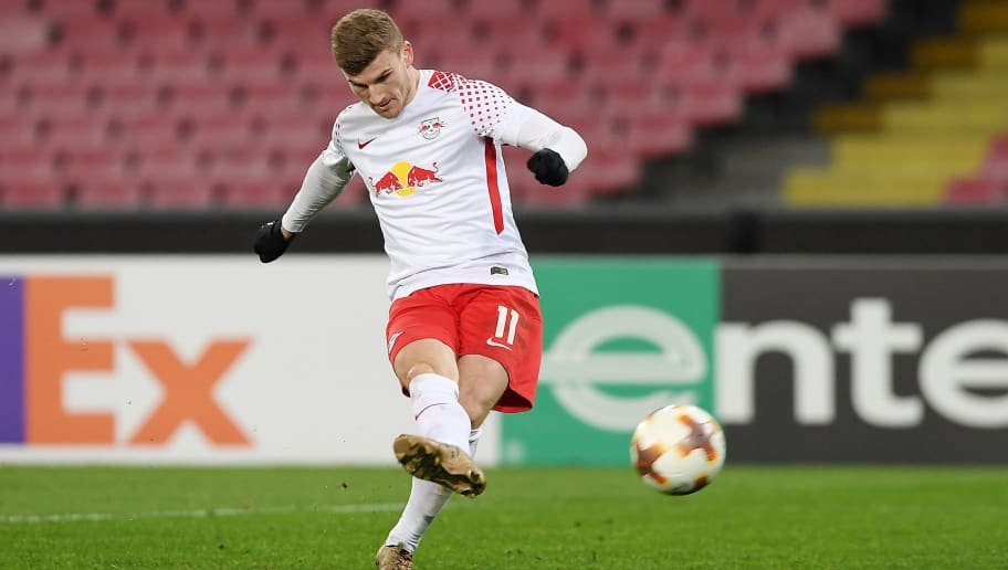 NAPLES, ITALY - FEBRUARY 15:  Player of RB Leipzig Timo Werner scores the 1-3 goal during UEFA Europa League Round of 32 match between Napoli and RB Leipzig at the Stadio San Paolo on February 15, 2018 in Naples, Italy.  (Photo by Francesco Pecoraro/Getty Images)