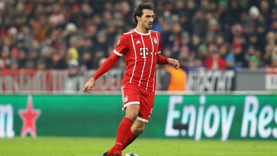 MUNICH, GERMANY - DECEMBER 05:  Mats Hummels of FC Bayern Muenchen runs with the ball during the UEFA Champions League group B match between Bayern Muenchen and Paris Saint-Germain at Allianz Arena on December 5, 2017 in Munich, Germany.  (Photo by Alexander Hassenstein/Bongarts/Getty Images)