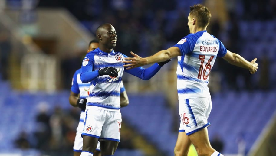 READING, ENGLAND - DECEMBER 11: Mo Barrow celebrates with Dave Edwards after Mo Barrow scores his sides second goal during the Sky Bet Championship match between Reading and Cardiff City at Madejski Stadium on December 11, 2017 in Reading, England.  (Photo by Naomi Baker/Getty Images)
