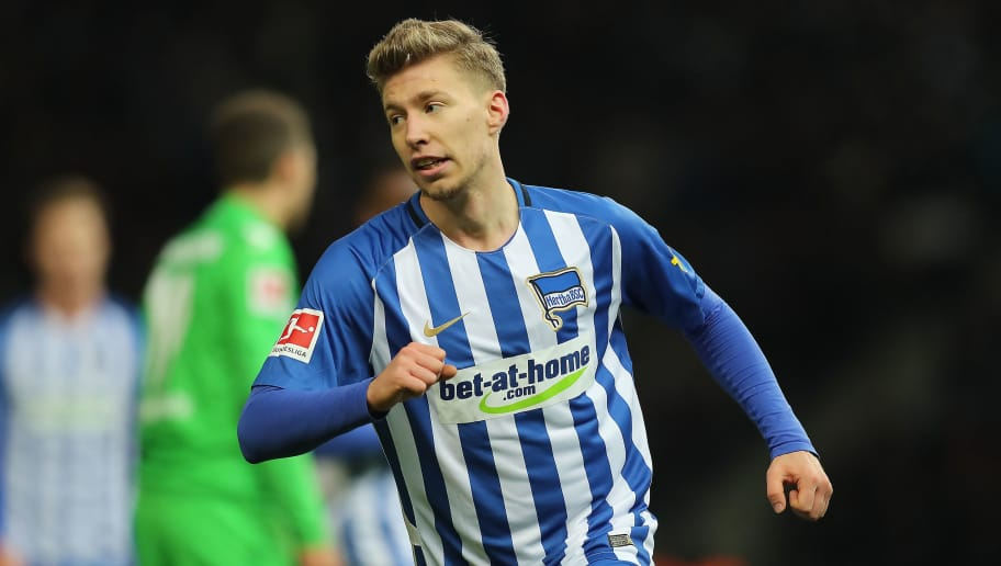 BERLIN, GERMANY - NOVEMBER 18: Mitchell Weiser of Berlin celebrates after he scored a goal to make it 2:3 during the Bundesliga match between Hertha BSC and Borussia Moenchengladbach at Olympiastadion on November 18, 2017 in Berlin, Germany. (Photo by Boris Streubel/Bongarts/Getty Images)