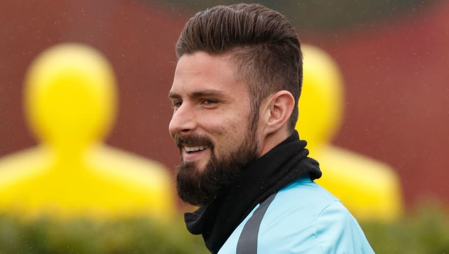Chelsea's French attacker Olivier Giroud attends a training session at Chelsea's Cobham training facility in Stoke D'Abernon, southwest of London on February 19, 2018, on the eve of their UEFA Champions League round of 16 football match against Barcelona. / AFP PHOTO / Adrian DENNIS        (Photo credit should read ADRIAN DENNIS/AFP/Getty Images)