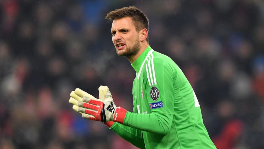 MUNICH, GERMANY - FEBRUARY 20:  Sven Ulreich of Bayern Muenchen gives his team instructions during the UEFA Champions League Round of 16 First Leg  match between Bayern Muenchen and Besiktas at Allianz Arena on February 20, 2018 in Munich, Germany.  (Photo by Sebastian Widmann/Bongarts/Getty Images)