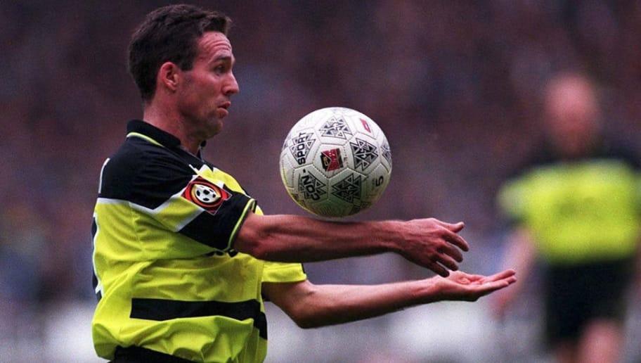 GERMANY - OCTOBER 04:  FUSSBALL: 1. BUNDESLIGA 97/98 BORUSSIA DORTMUND 04.10.97, Paul LAMBERT - Einzelaktion -  (Photo by Andreas Rentz/Bongarts/Getty Images)
