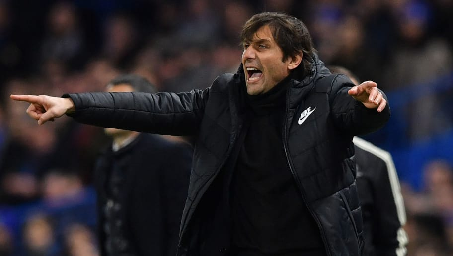 Chelsea's Italian head coach Antonio Conte gestures during the first leg of the UEFA Champions League round of 16 football match between Chelsea and Barcelona at Stamford Bridge stadium in London on February 20, 2018. / AFP PHOTO / Ben STANSALL        (Photo credit should read BEN STANSALL/AFP/Getty Images)