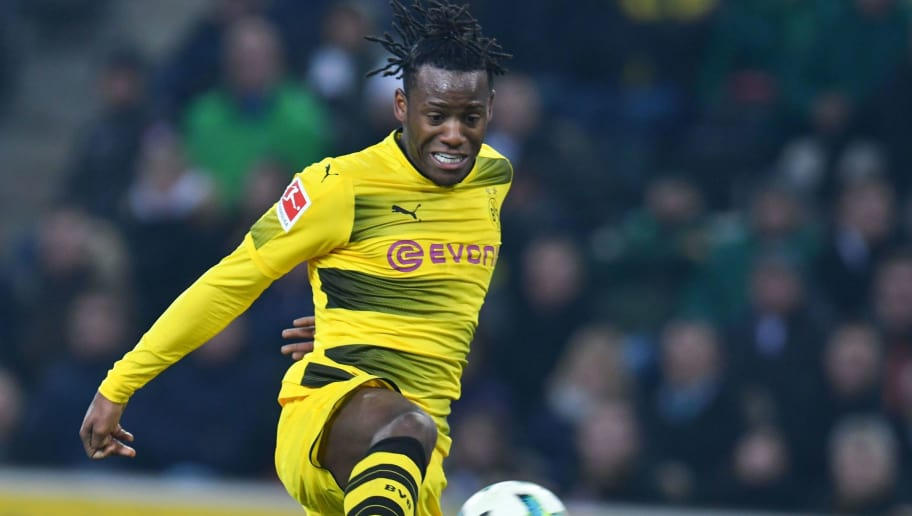 Dortmund's Belgian striker Michy Batshuayi vies for the ball during the German first division Bundesliga football match Borussia Moenchengladbach vs BVB Borussia Dortmund, in Moenchengladbach, western Germany, on February 18, 2018. / AFP PHOTO / Patrik STOLLARZ / RESTRICTIONS: DURING MATCH TIME: DFL RULES TO LIMIT THE ONLINE USAGE TO 15 PICTURES PER MATCH AND FORBID IMAGE SEQUENCES TO SIMULATE VIDEO. == RESTRICTED TO EDITORIAL USE == FOR FURTHER QUERIES PLEASE CONTACT DFL DIRECTLY AT + 49 69 650050         (Photo credit should read PATRIK STOLLARZ/AFP/Getty Images)