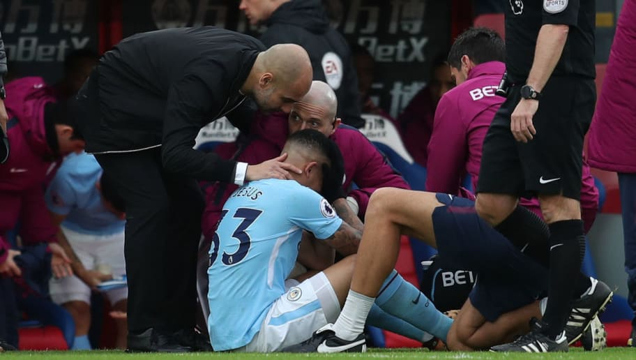 LONDON, ENGLAND - DECEMBER 31: Pep Guardiola the head coach / manager of Manchester City consoles an injured Gabriel Jesus of Manchester City during the Premier League match between Crystal Palace and Manchester City at Selhurst Park on December 31, 2017 in London, England. (Photo by Catherine Ivill/Getty Images)