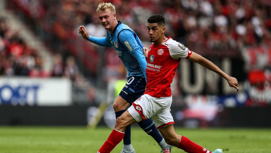 MAINZ, GERMANY - SEPTEMBER 09: Leon Balogun of Mainz (R) and Julian Brandt of Leverkusen battle for the ball during the Bundesliga match between 1. FSV Mainz 05 and Bayer 04 Leverkusen at Opel Arena on September 9, 2017 in Mainz, Germany. (Photo by Maja Hitij/Bongarts/Getty Images)