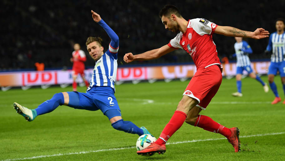 BERLIN, GERMANY - FEBRUARY 16:  Peter Pekarik of Berlin is challenged by Gerrit Holtmann of Mainz during the Bundesliga match between Hertha BSC and 1. FSV Mainz 05 at Olympiastadion on February 16, 2018 in Berlin, Germany.  (Photo by Stuart Franklin/Bongarts/Getty Images )